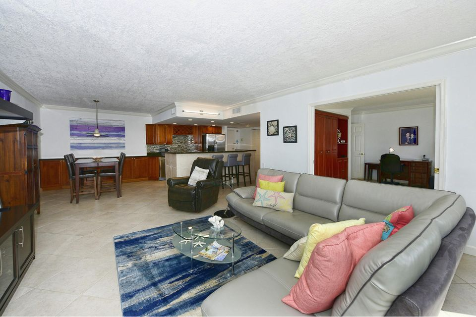 Additional photo for property listing at 5440 N Ocean Drive # Ph 205 5440 N Ocean Drive # Ph 205 Singer Island, Florida 33404 United States