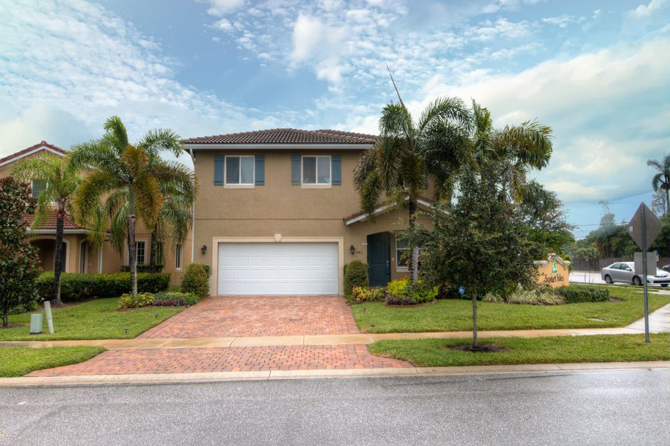 981 Siesta Drive , West Palm Beach FL 33415 is listed for sale as MLS Listing RX-10382451 22 photos