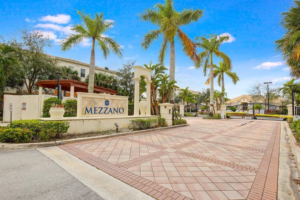 9901 Baywinds Drive 3105  West Palm Beach, FL 33411