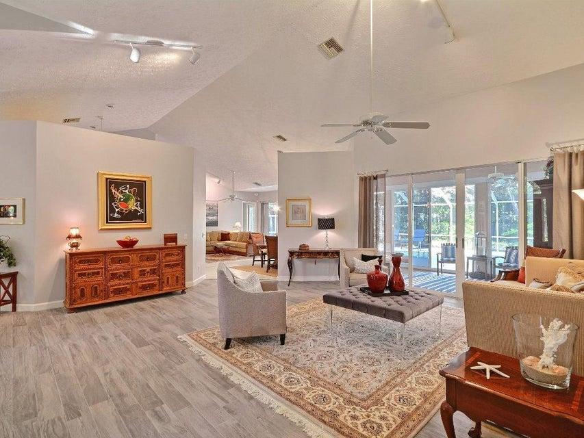 Частный односемейный дом для того Продажа на 330 Marbrisa Drive 330 Marbrisa Drive Indian River Shores, Флорида 32963 Соединенные Штаты