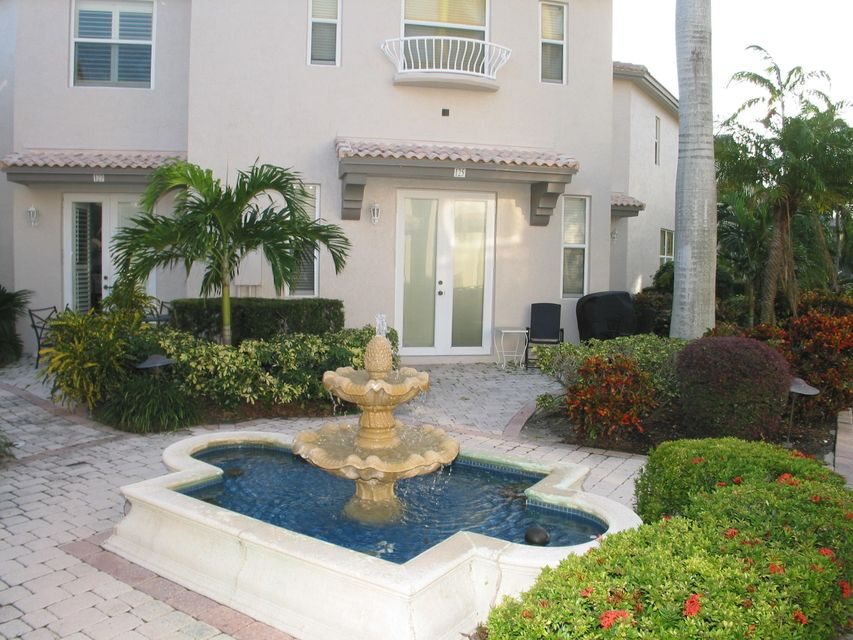 Casa unifamiliar adosada (Townhouse) por un Venta en 1900 Oceanwalk Lane # 125 1900 Oceanwalk Lane # 125 Lauderdale By The Sea, Florida 33062 Estados Unidos