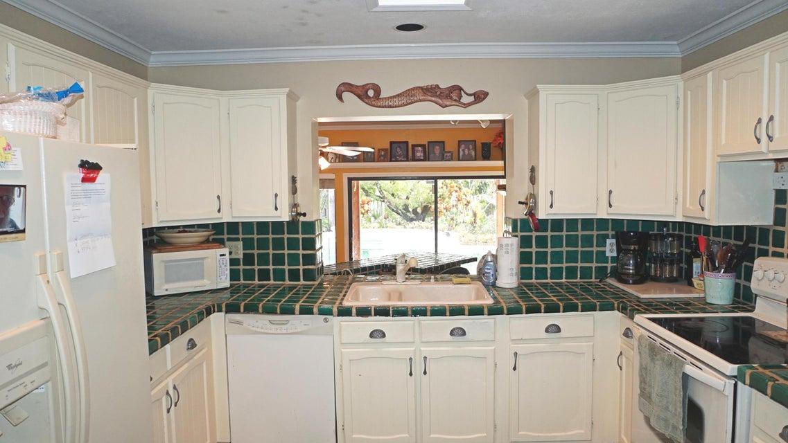 Additional photo for property listing at 437 NE Bayberry Lane 437 NE Bayberry Lane Jensen Beach, Florida 34957 United States