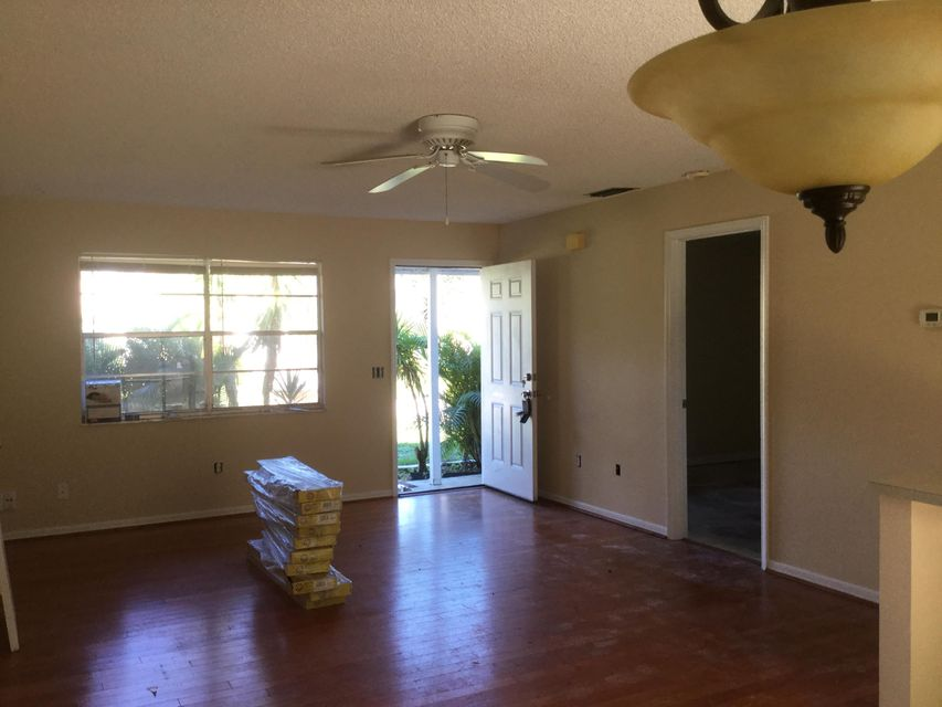 Additional photo for property listing at 120 SW De Gouvea Terrace 120 SW De Gouvea Terrace Port St. Lucie, Florida 34984 Estados Unidos