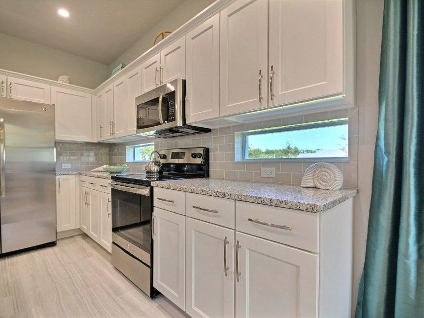 Additional photo for property listing at 4560 21st Street 4560 21st Street Vero Beach, Florida 32966 United States