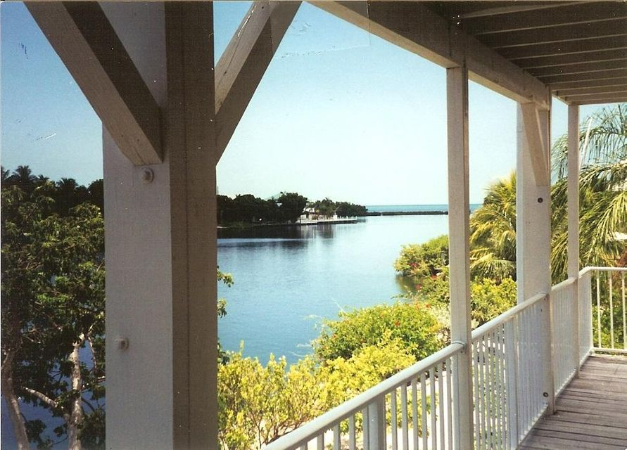 Частный односемейный дом для того Продажа на 219 Bruce Court # A 219 Bruce Court # A Marathon, Флорида 33050 Соединенные Штаты