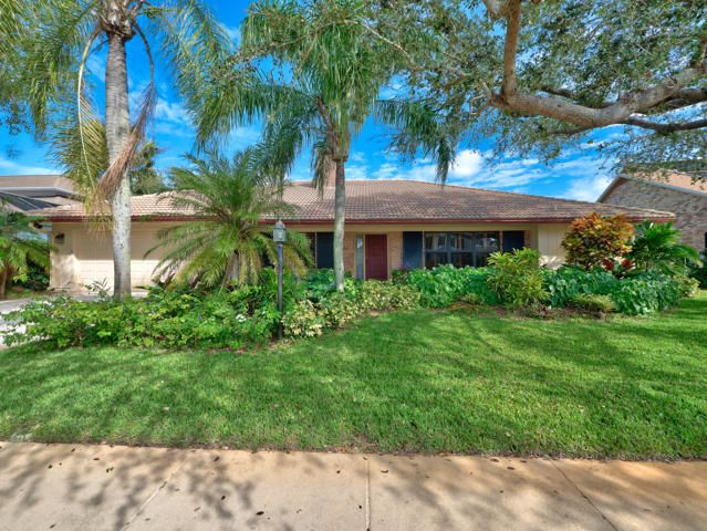 12880 La Rochelle Circle , Palm Beach Gardens FL 33410 is listed for sale as MLS Listing RX-10385594 25 photos