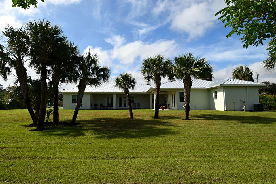 Частный односемейный дом для того Продажа на 1231 NE Sunrise Terrace 1231 NE Sunrise Terrace Jensen Beach, Флорида 34957 Соединенные Штаты