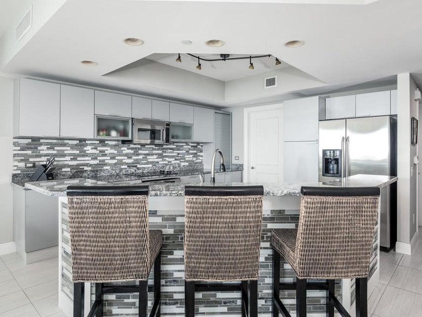 Additional photo for property listing at 2650 Lake Shore Drive # 1706 2650 Lake Shore Drive # 1706 Riviera Beach, Florida 33404 United States