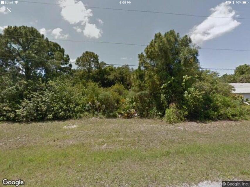 Casa Unifamiliar por un Venta en 115 Spur Drive 115 Spur Drive Rotonda West, Florida 33947 Estados Unidos