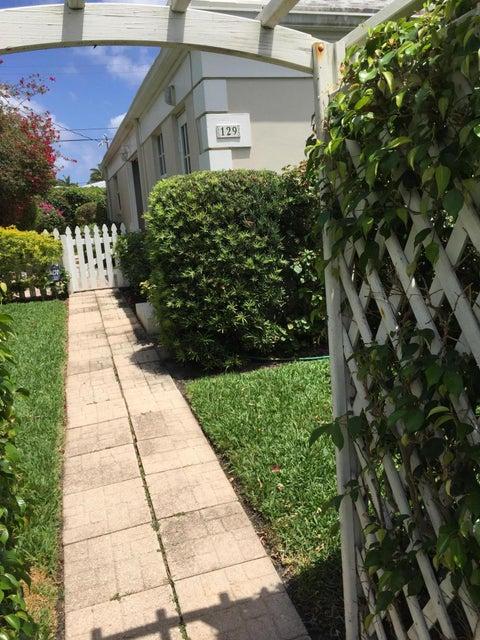 Villa for Sale at 129 Macfarlane Drive 129 Macfarlane Drive Delray Beach, Florida 33483 United States