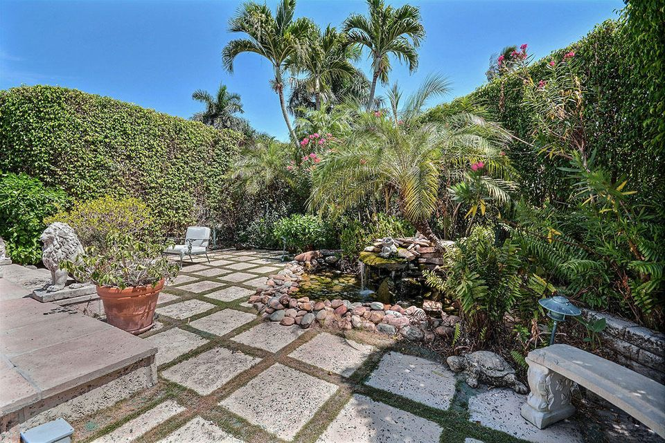 665 N Lake Way , Palm Beach FL 33480 is listed for sale as MLS Listing RX-10386054 photo #5
