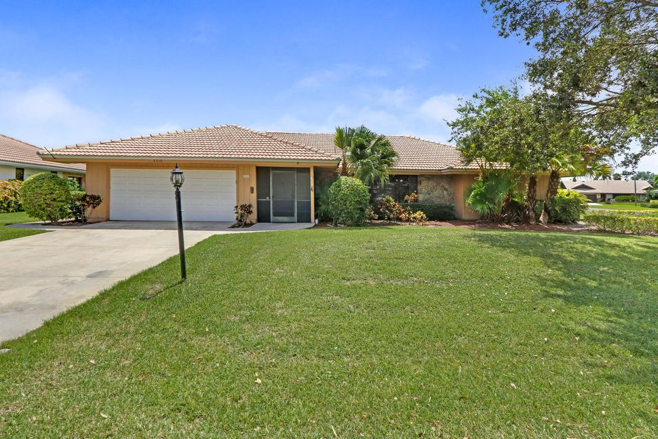 3310 Pine Hill Trail , Palm Beach Gardens FL 33418 is listed for sale as MLS Listing RX-10386120 10 photos