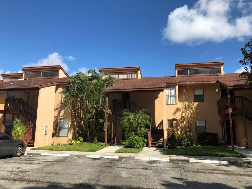 1207 Lakeview Drive  Royal Palm Beach FL 33411