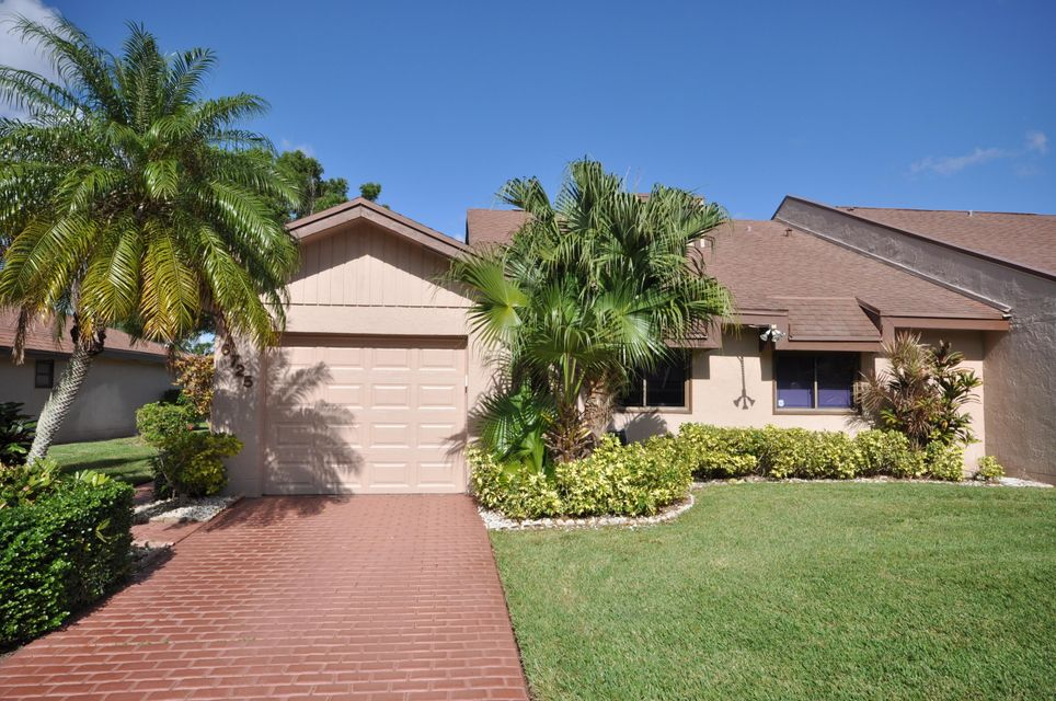 6725 Versailles Court 30  Lake Worth FL 33467