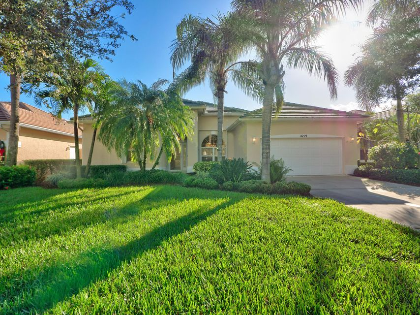 独户住宅 为 销售 在 1659 SW Monarch Club Drive 1659 SW Monarch Club Drive Palm City, 佛罗里达州 34990 美国