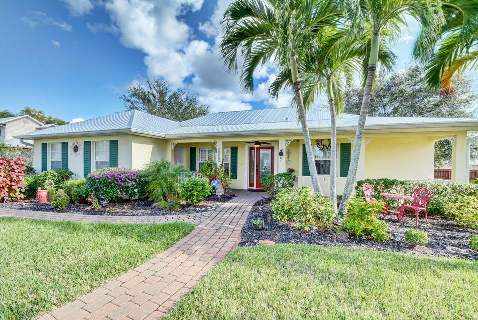 Single Family Home for Sale at 4722 SE Starling Way 4722 SE Starling Way Stuart, Florida 34997 United States