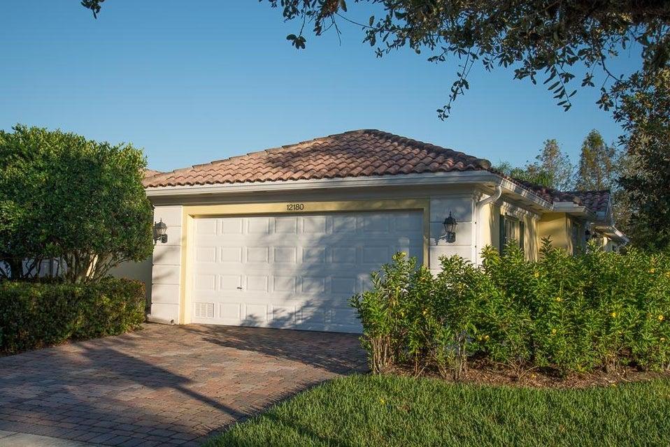 Villa für Verkauf beim 12180 SW Elsinore Drive 12180 SW Elsinore Drive Port St. Lucie, Florida 34987 Vereinigte Staaten