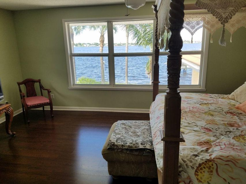 Additional photo for property listing at 46 SW Riverway Boulevard 46 SW Riverway Boulevard Palm City, Florida 34990 United States