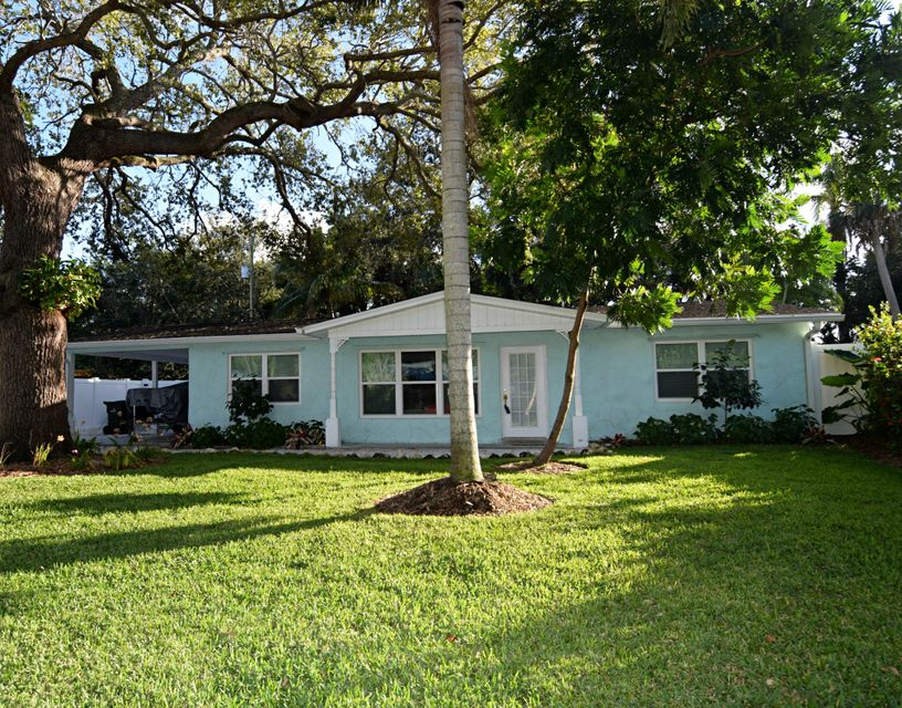 513 SW South River Point Drive , Stuart FL 34994 is listed for sale as MLS Listing RX-10386803 29 photos