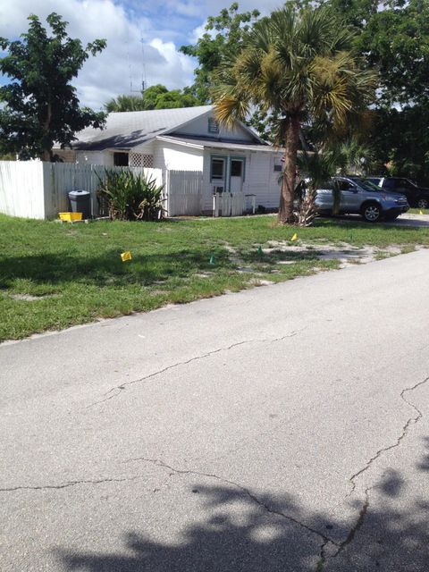 Additional photo for property listing at 4649 SE May Avenue 4649 SE May Avenue Stuart, Florida 34997 United States