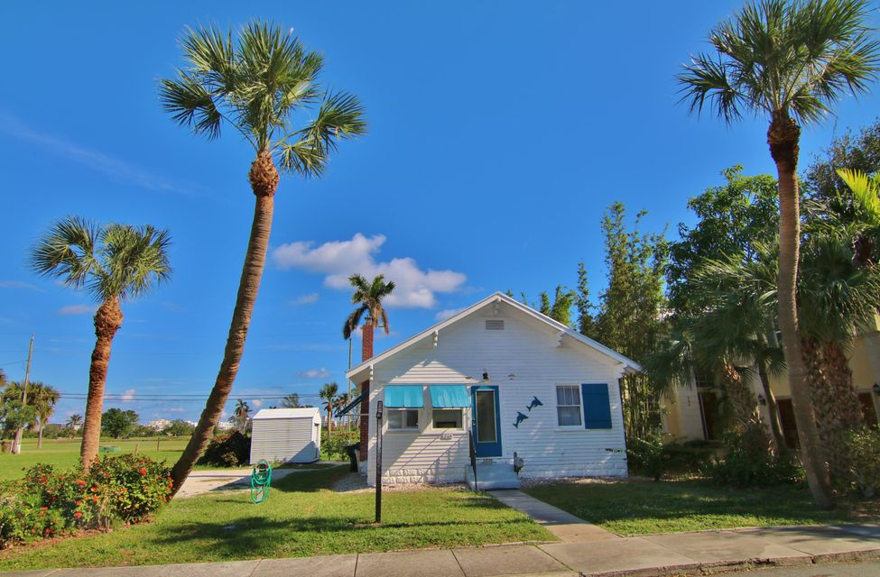 Single Family Home for Sale at 230 N Lakeside Drive 230 N Lakeside Drive Lake Worth, Florida 33460 United States