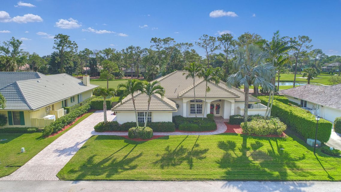 7 Berwick Road , Palm Beach Gardens FL 33418 is listed for sale as MLS Listing RX-10386112 27 photos