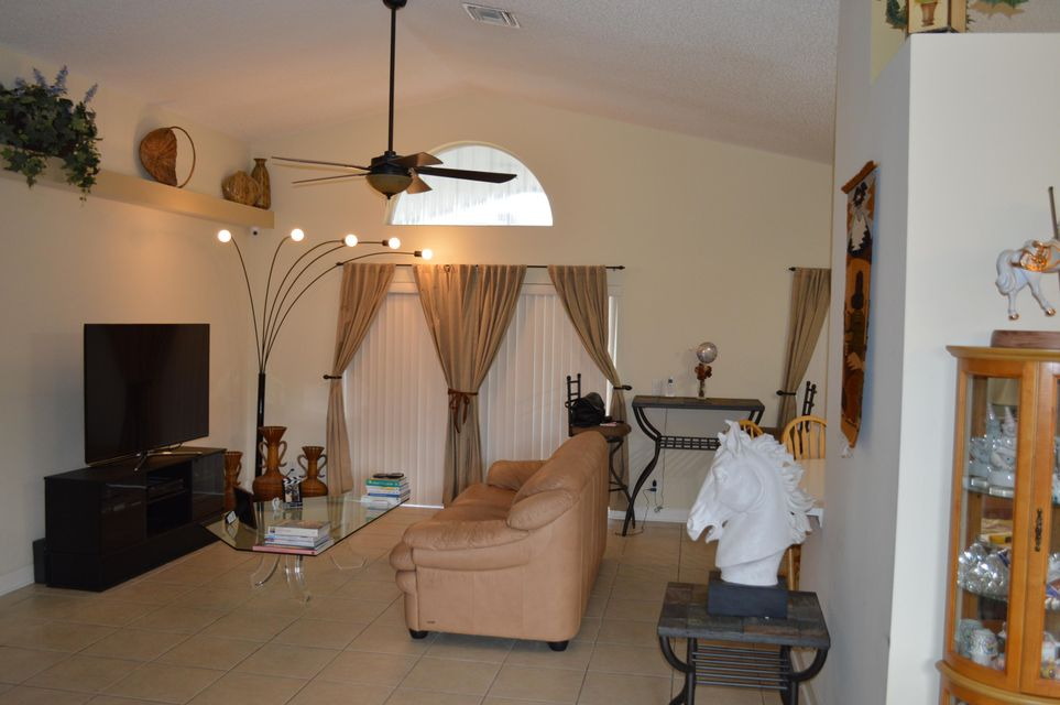 104 Hammocks Court Greenacres, FL 33413 photo 4