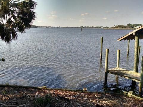 Single Family Home for Sale at 129 S River Road Sewalls Point, 34996 United States