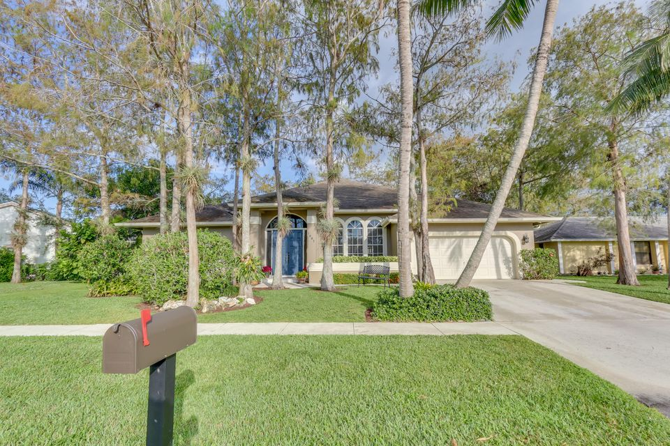 Single Family Home for Sale at 1607 Firethorn Drive 1607 Firethorn Drive Wellington, Florida 33414 United States