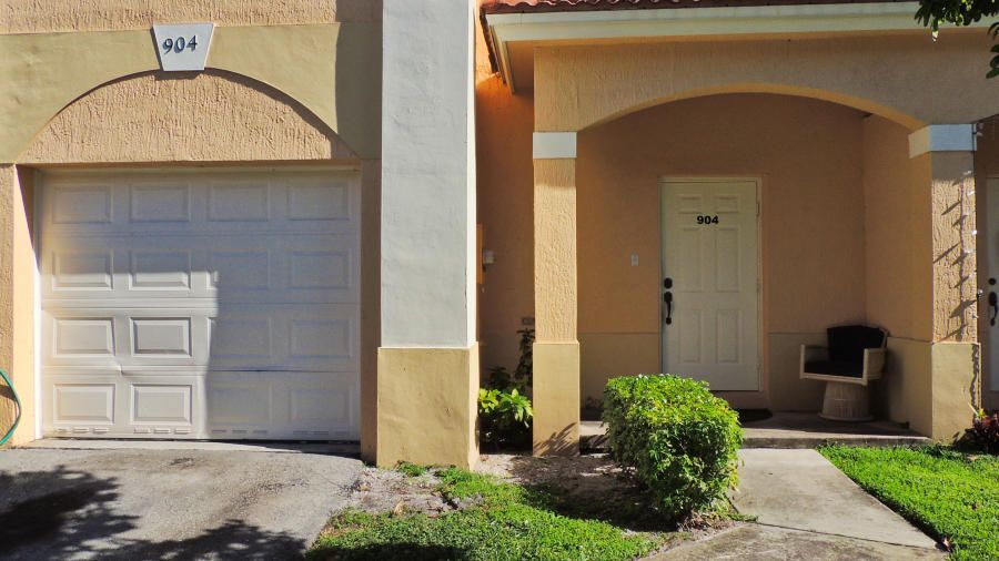 Townhouse for Sale at 904 Talia Circle 904 Talia Circle Palm Springs, Florida 33461 United States