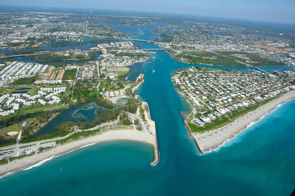 Einfamilienhaus für Verkauf beim 9353 SE Cove Point Street 9353 SE Cove Point Street Tequesta, Florida 33469 Vereinigte Staaten