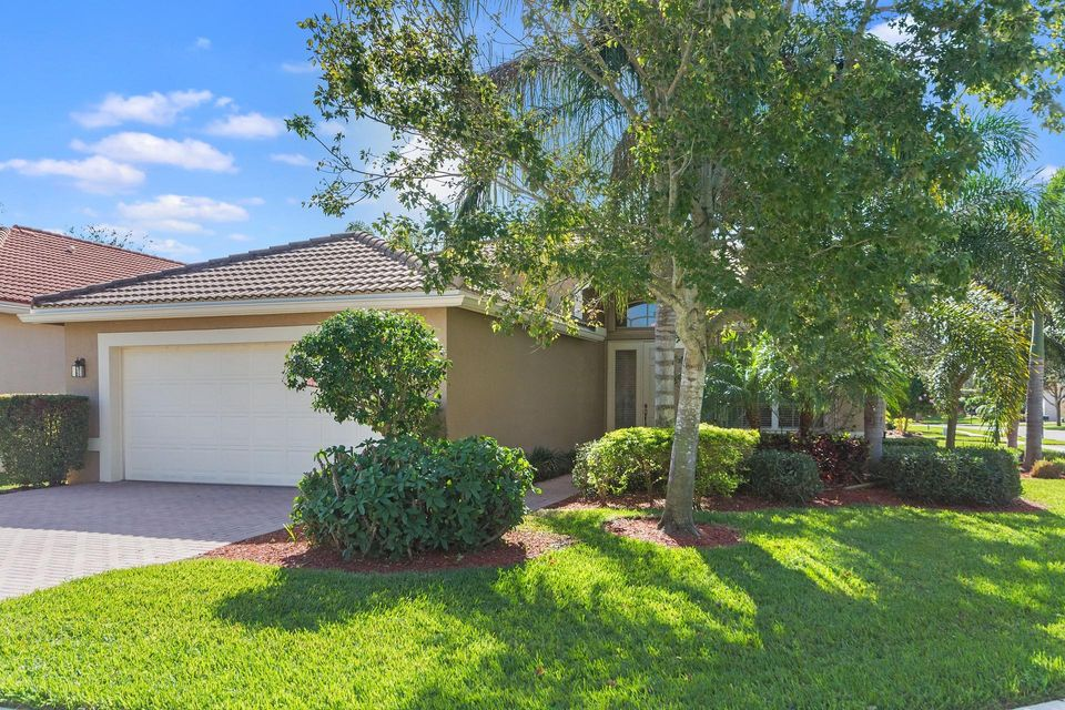 Valencia Pointe home 10936 Deer Park Lane Boynton Beach FL 33437