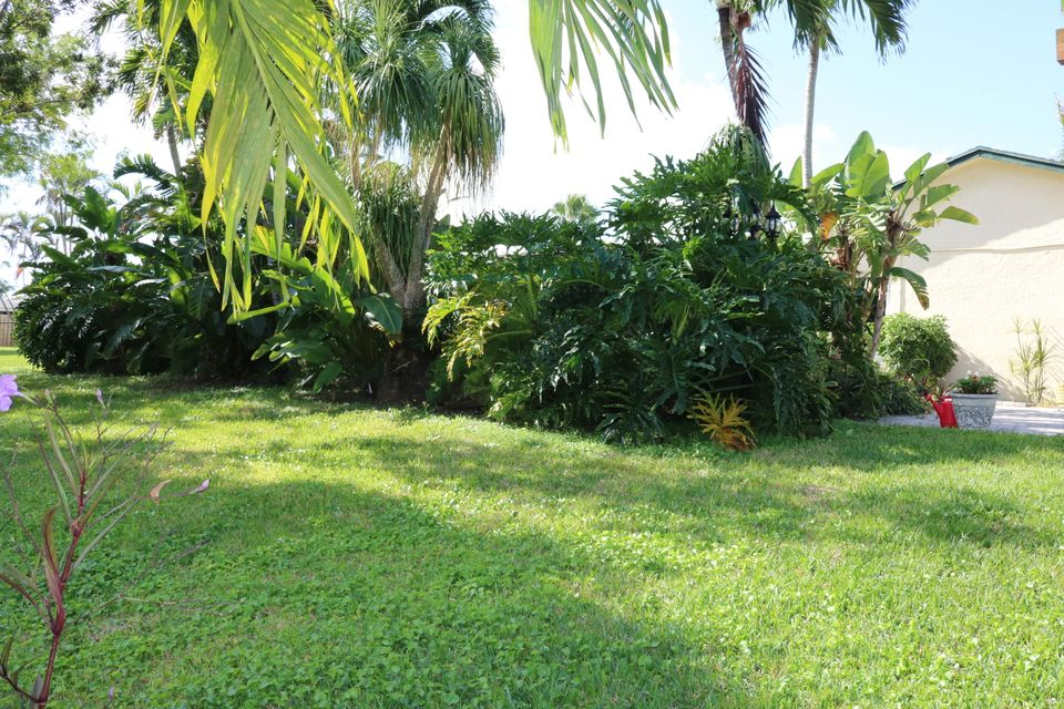 200 Martin Circle Royal Palm Beach, FL 33411 photo 16