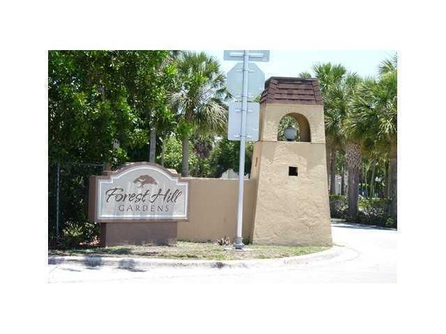 6094 Forest Hill Bl 206  West Palm Beach, FL 33415