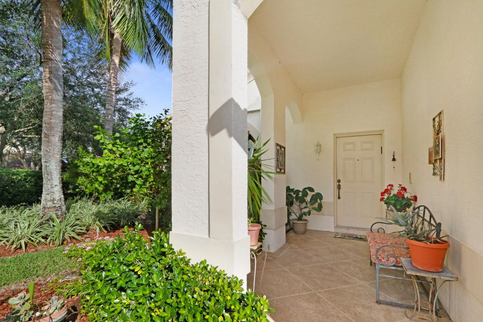 2501 Egret Lake Drive West Palm Beach, FL 33413 photo 2