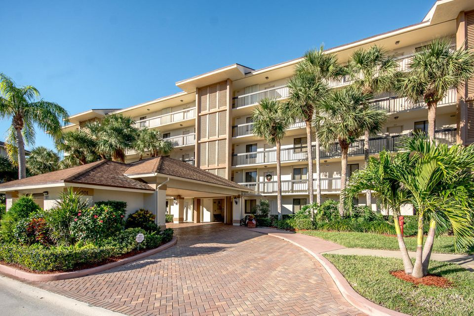 1901 Marina Isle Way 304  Jupiter FL 33477