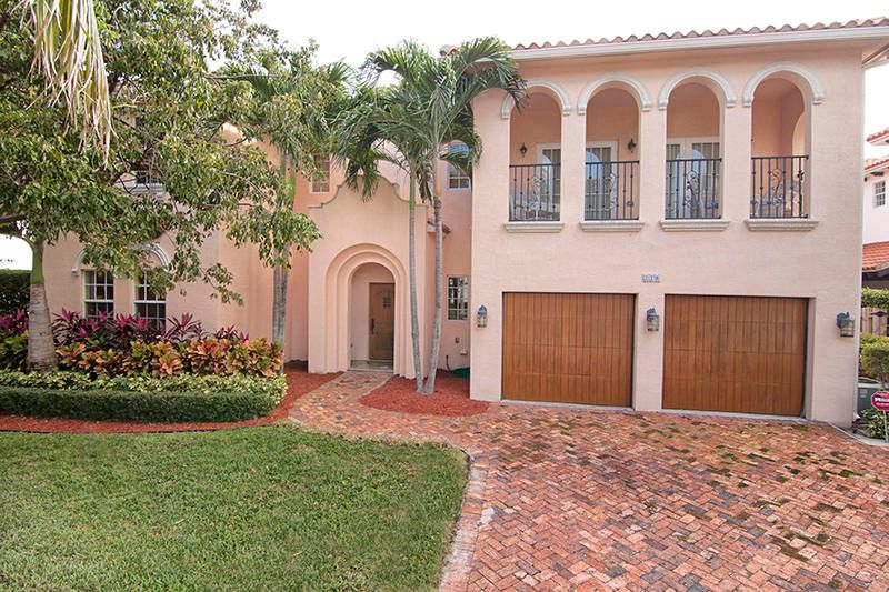 Single Family Home for Sale at 218 Pershing Way 218 Pershing Way West Palm Beach, Florida 33401 United States