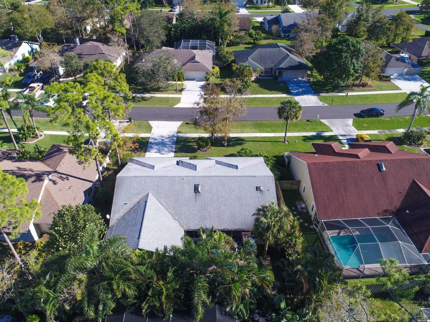 693 Blueberry Drive Wellington, FL 33414 photo 4