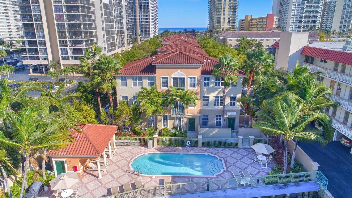 Casa unifamiliar adosada (Townhouse) por un Venta en 2071 S Ocean Drive # Th20 2071 S Ocean Drive # Th20 Hallandale, Florida 33009 Estados Unidos