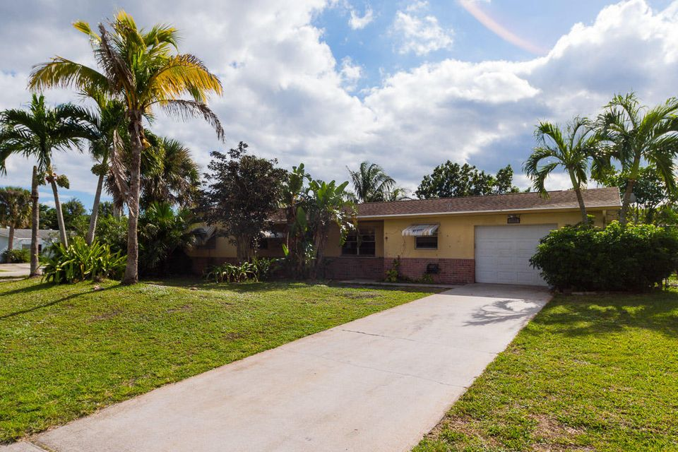Single Family Home for Sale at 1162 SE 13th Street 1162 SE 13th Street Stuart, Florida 34996 United States