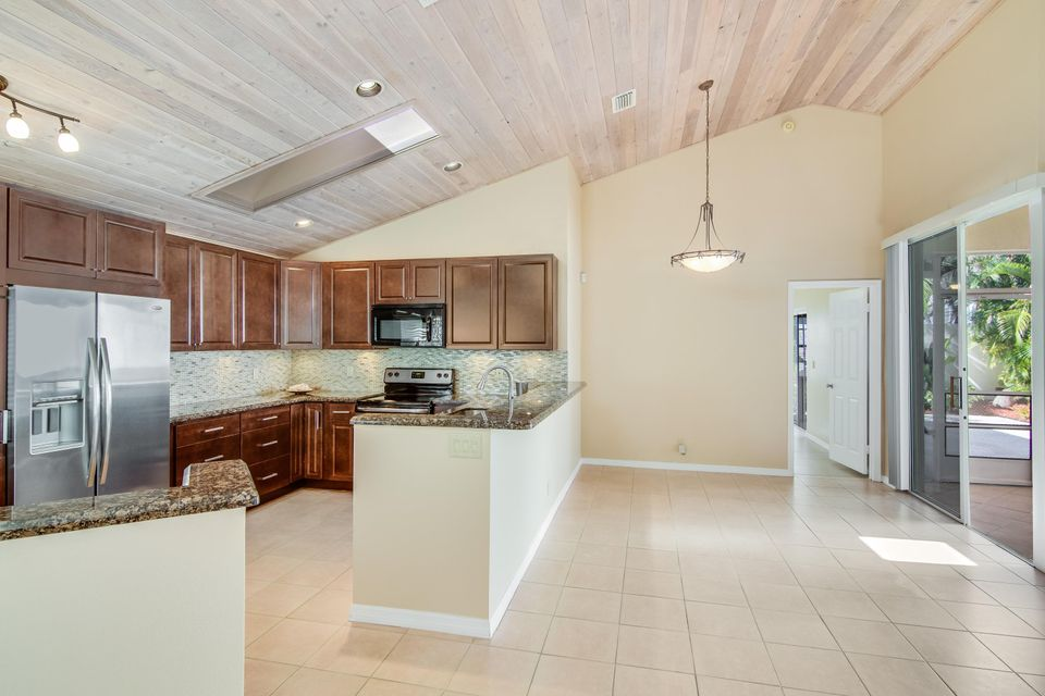 30 Selby Lane , Palm Beach Gardens FL 33418 is listed for sale as MLS Listing RX-10389616 36 photos