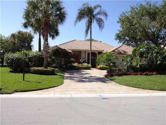 196 Thornton Drive , Palm Beach Gardens FL 33418 is listed for sale as MLS Listing RX-10390061 18 photos