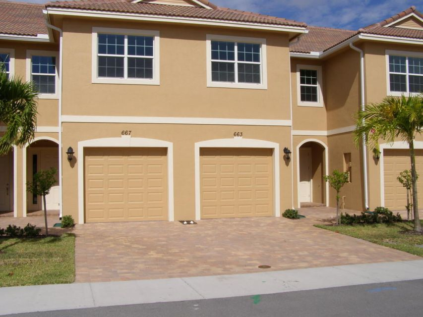 Townhouse for Sale at 663 SW Glen Crest Way Stuart, Florida 34997 United States