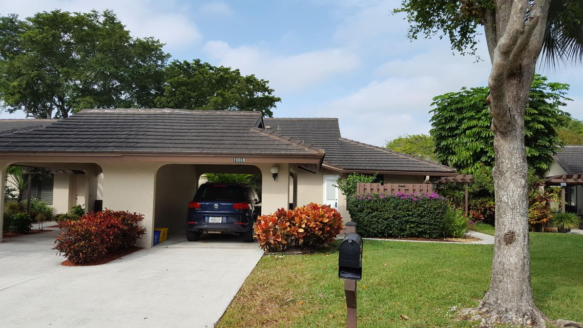 BANYAN SPRINGS home on 10069  Shadywood Place
