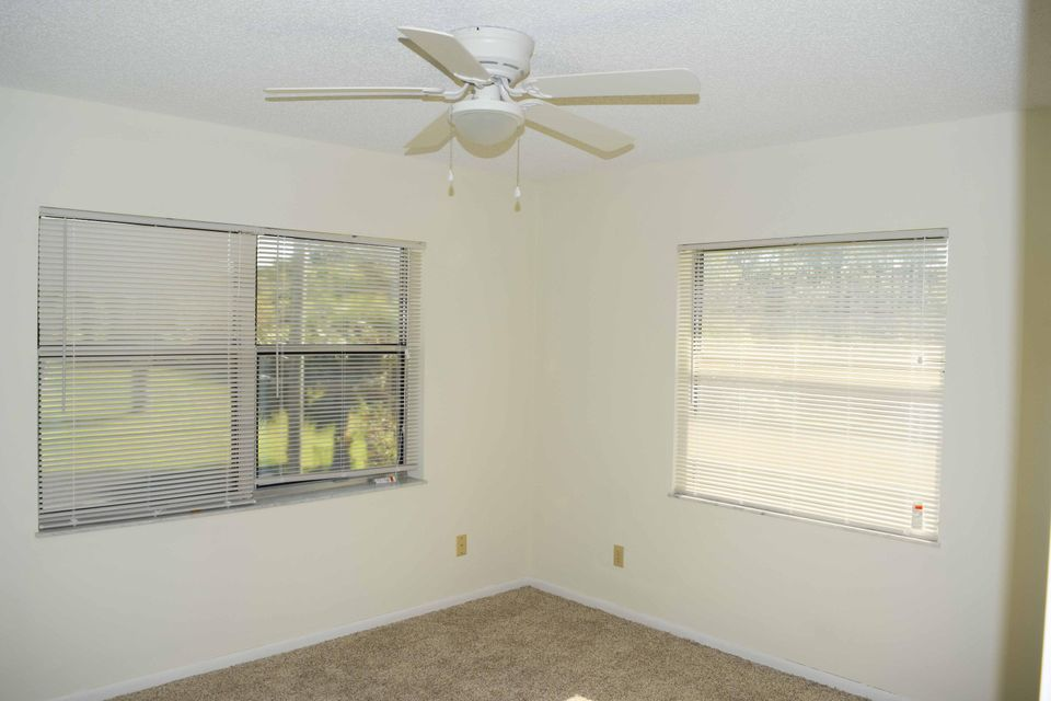 Additional photo for property listing at 533 S Lakes End Drive 533 S Lakes End Drive Fort Pierce, Florida 34982 United States