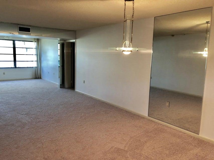 Additional photo for property listing at 3521 Village Boulevard 3521 Village Boulevard West Palm Beach, Florida 33409 États-Unis