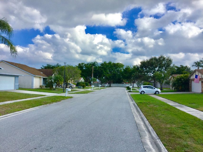 4872 Classic Lane West Palm Beach, FL 33417 photo 17