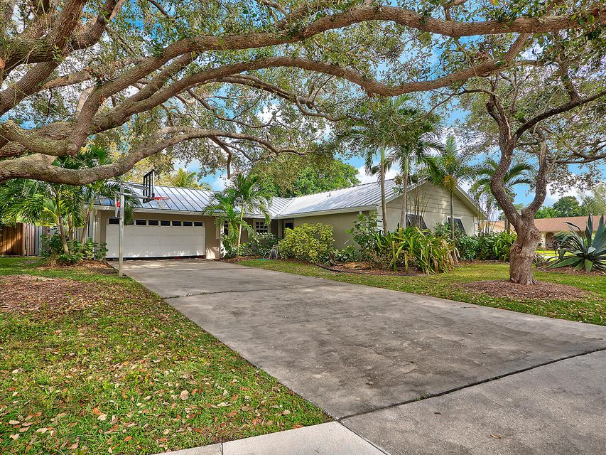 Home for sale in SOUTH SHORE 1 OF WELLINGTON Wellington Florida
