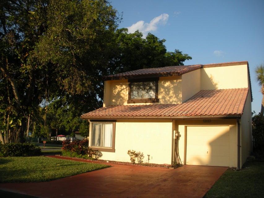2855 Sand Pine Court  Lake Worth, FL 33462