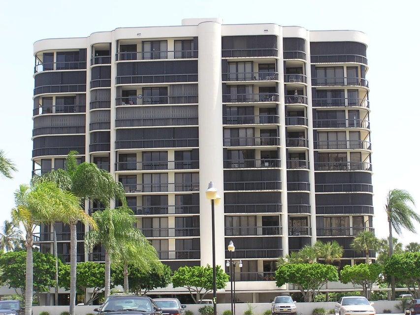 2427 Presidential Way 204  West Palm Beach, FL 33401